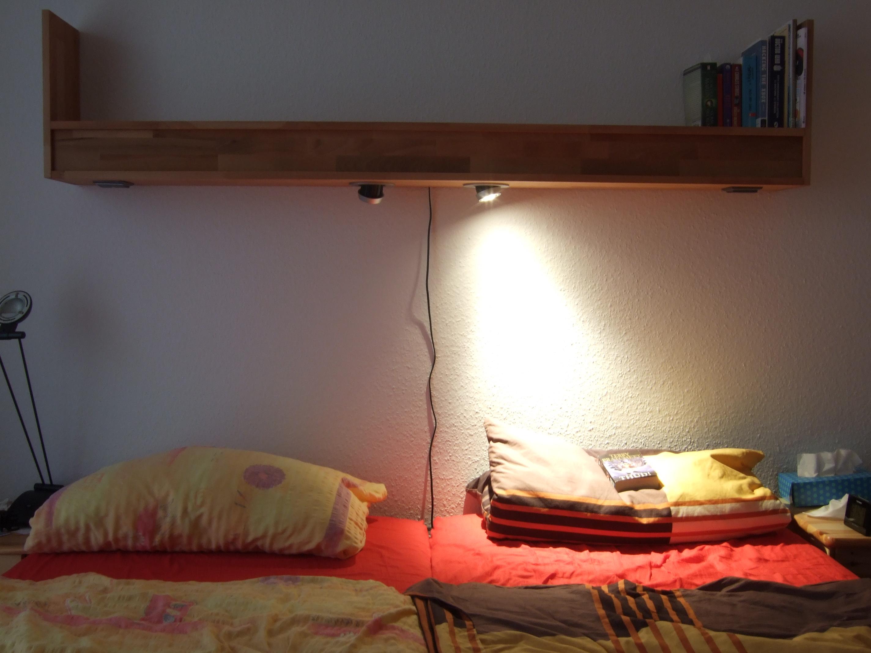 Making a Shelf with Reading Lights · ploek